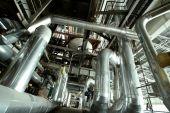 Equipos, Cables y tuberías como encontraron dentro de una moderna planta Industrial de energía B&w