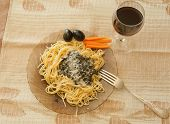 Pasta With Sauce Pesto,   Black Olives, And Wine_