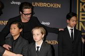 LOS ANGELES - DEC 15: Brad Pitt, Pax Thien Jolie-Pitt, Shiloh Nouvel Jolie-Pitt, Maddox Jolie-Pitt at the