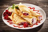 picture of crepes  - Crepes with raspberries and cream - JPG