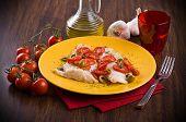 Постер, плакат: Филе рыбы с помидорами черри и оливкового