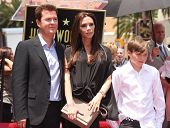 LOS ANGELES - MAY 23:  Simon Fuller, Victoria Beckham & son Brooklyn arrives to the Walk of Fame Cer