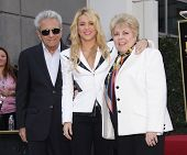 LOS ANGELES - NOV 08:  Shakira & Parents arrives to the Walk of Fame Ceremony for Shakira  on Novemb