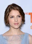 LOS ANGELES - DEC 02:  Anna Kendrick arrives to Trevor Project Honors Katy Perry  on December 02, 20