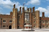 Patio Of The Source, Hampton Court Palace, London