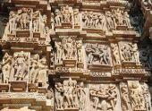Famoso Kamasutra cenas sobre a parede de Hindu templo em Khajuraho, Índia