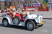 Old-fashioned car with animator in tiger costume