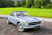 Mercedes-benz W113 230Sl