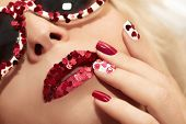 Manicure and lips with hearts.