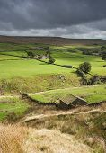 yorkshire dales stone shepherd hut in the landscape
