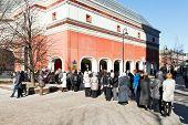 Tourist Line In Tretyakov Gallery, Moscow