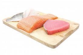 pic of fresh water fish  - raw set of sea fish food  - JPG