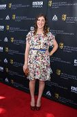 LOS ANGELES - SEP 17:  Mayim Bialik arrives at the 9th Annual BAFTA Los Angeles TV Tea Party. at L'E