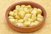 Trozos fritos de papas