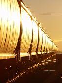 Hopper Train Glint.