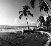 Negro de Nicaragua piscina Infinity & blanco