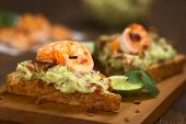 Bread with Guacamole, Shrimp and Bacon