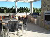 Modern Outdoor Entertaining Space