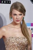 LOS ANGELES - NOV 20:  Taylor Swift arrives at the 2011 American Music Awards at Nokia Theater on No