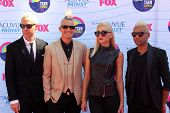 LOS ANGELES - JUL 22:  Tom Dumont, Adrian Young, Gwen Stefani, Tony Kanal arriving at the 2012 Teen