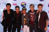 LOS ANGELES - JUL 22:  IM5 arriving at the 2012 Teen Choice Awards at Gibson Ampitheatre on July 22, 2012 in Los Angeles, CA