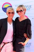 LOS ANGELES - JUL 22:  Ellen DeGeneres, Portia de Rossi arriving at the 2012 Teen Choice Awards at G