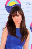 LOS ANGELES - JUL 22:  Zooey Deschanel arriving at the 2012 Teen Choice Awards at Gibson Ampitheatre on July 22, 2012 in Los Angeles, CA