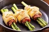 asparagus baked with pastry