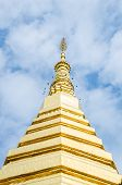 picture of cho-cho  - Golden Pagoda at Wat Phra That Cho Hae  - JPG