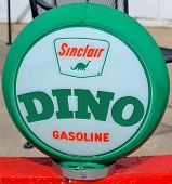 Sinclair Oil Corporation pump sign