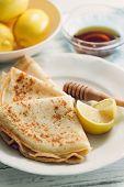 Lemon pancakes with honey