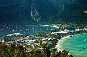 Paraíso tropical de la isla de Phi Phi Don, mar de Andamán, Tailandia