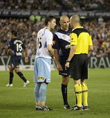 MELBOURNE - MARCH 20: Terry McFlynn (L) & Kevin Muscat argue with ref in the  A-League League grand