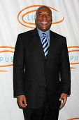 LOS ANGELES - NOV 4:  Byron Allen arrives at the 9th Annual Lupus LA Hollywood Bag Ladies Luncheon a
