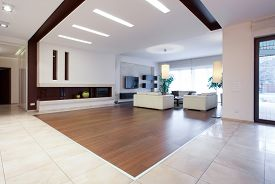 pic of enormous  - Photo of enormous house with spacious bright living room - JPG