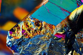 foto of cluster  - Very sharp Titanium rainbow aura quartz crystal cluster stone taken with macro lens stacked from many shots into one sharp image - JPG