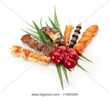 Постер, плакат: Жареные продукты украшенный с зелеными листьями и паприкой, холст на подрамнике