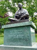 Estátua de Mahatma Gandhi, Parque Ariana, Genebra, Suíça
