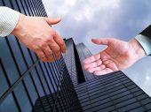 Gebäude-Handshake