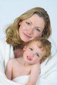Mãe e filho em branco