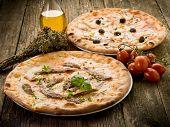 Pizza napoli y capricciosa