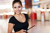Portrait of young Woman holding Tablet PC am Flughafen