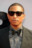 LOS ANGELES - 30 de JUN: Pharrell Williams en el 2013 BET Awards en el Nokia Theater L.A. Live el 30 de junio