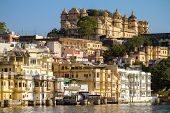 Lake City Palace y Pichola en Udaipur, Rajasthan, India