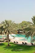 Piscina en el lujoso Hotel, Dubai, Emiratos Árabes Unidos
