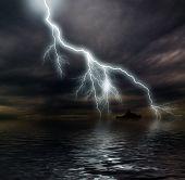 Постер, плакат: Темный штормовой океан