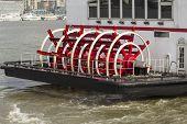 Barco de la paleta de pasajeros en China