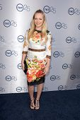 LOS ANGELES - JUL-24: Emma Bell kommt bei TNT 25. Jubiläums-Party im Beverly Hilton Hotel