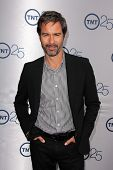 LOS ANGELES - JUL-24: Eric McCormack kommt bei TNT 25. Jubiläums-Party im Beverly Hilton