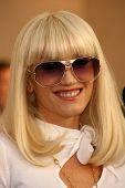 LOS ANGELES - NOVEMBER 21: Gwen Stefani at the 34th Annual American Music Awards at Shrine Auditorium November 21, 2006 in Los Angeles, CA
